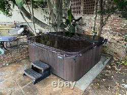 Hot Springs Grandee Spa in excellent condition Seats 7